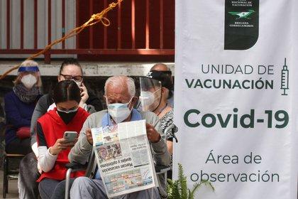 Continúa la vacunación contra COVID-19 del la farmacéutica AstraZeneca en adultos de 60 años y mayores, en las alcaldías Cuajimalpa, Milpa Alta y Magdalena Contreras de México.  FOTO: ROGELIO MORALES /CUARTOSCURO.COM