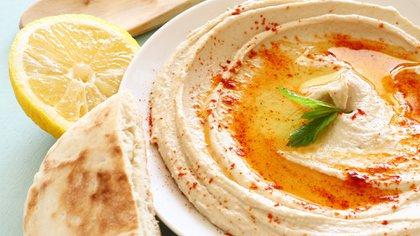 Hummus con pan pita, un clásico de la comida árabe