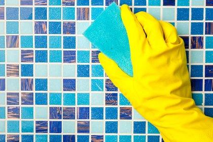 Para que la limpieza sea efectiva debe utilizarse un producto que no sólo sea efectivo contra la suciedad sino que también desinfecte, es decir, que garantice la eliminación de gérmenes