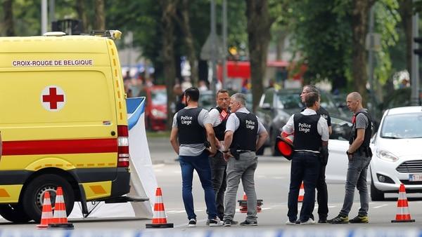 Personal de la policía de Lieja tras el tiroteo (Reuters)