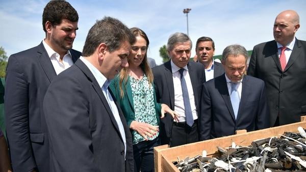 El ministro de Seguridad de la Provincia, Cristian Ritondo en la destrucción de armas