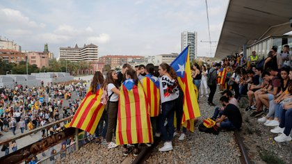 Las Esteladas, banderas de Cataluña, inundaron las calles de Barcelona (Reuters)