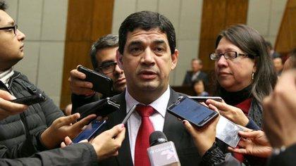 El vicepresidente Hugo Velázquez reconoció que conoce personalmente a los investigados pero desmintió que sean sus amigos