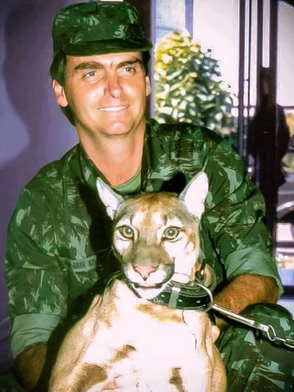 Jair Bolsonaro, en su época de militar
