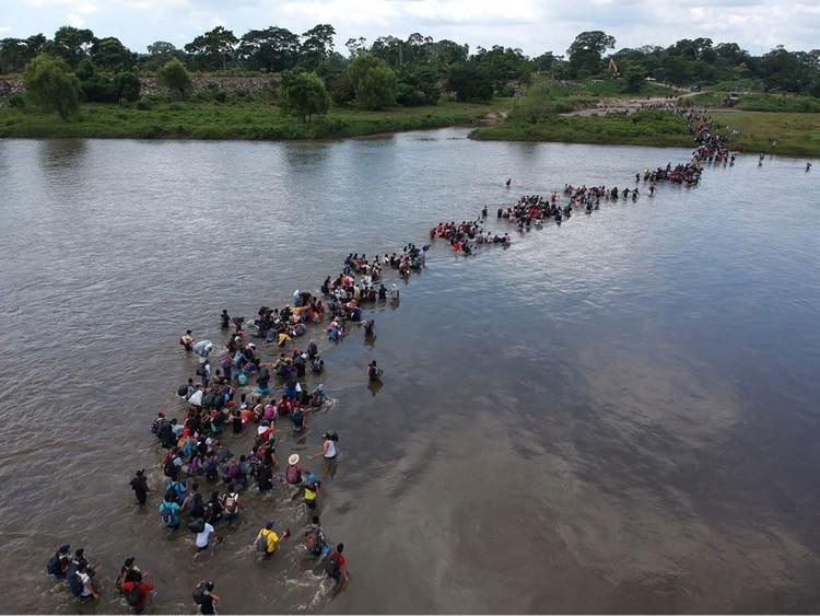 Miles de salvadoreños dejan cada año el país. Algunos formaron parte de las diversas caravanas migrantes hacia EEUU(Carlos ALONZO / AFP)