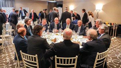 Alberto Fernández y Santiago Cafiero en la mesa con algunos de los principales empresarios del país