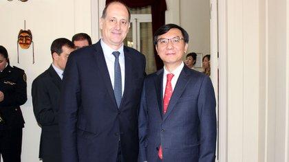 Lim Ki-mo junto al vicecanciller Raimondi (Foto: Embajada de Corea del Sur en Argentina)