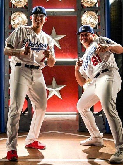 Julio Urías y Víctor González forman parte del roster de los Dodgers que buscará sumar terminar con un sequía de 32 años sin ganar un título (Foto: Twitter@LosDodgers)