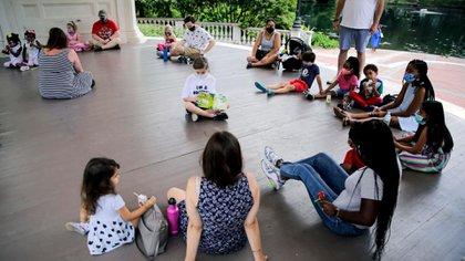 La nueva moda podría profundizar las desigualdades en la educación, que ya lesionan mucho a la infancia: muchos padres no pueden pagar los USD 2.000 a USD 5.000 por mes que podrían llegar a salir los pandemic pods.