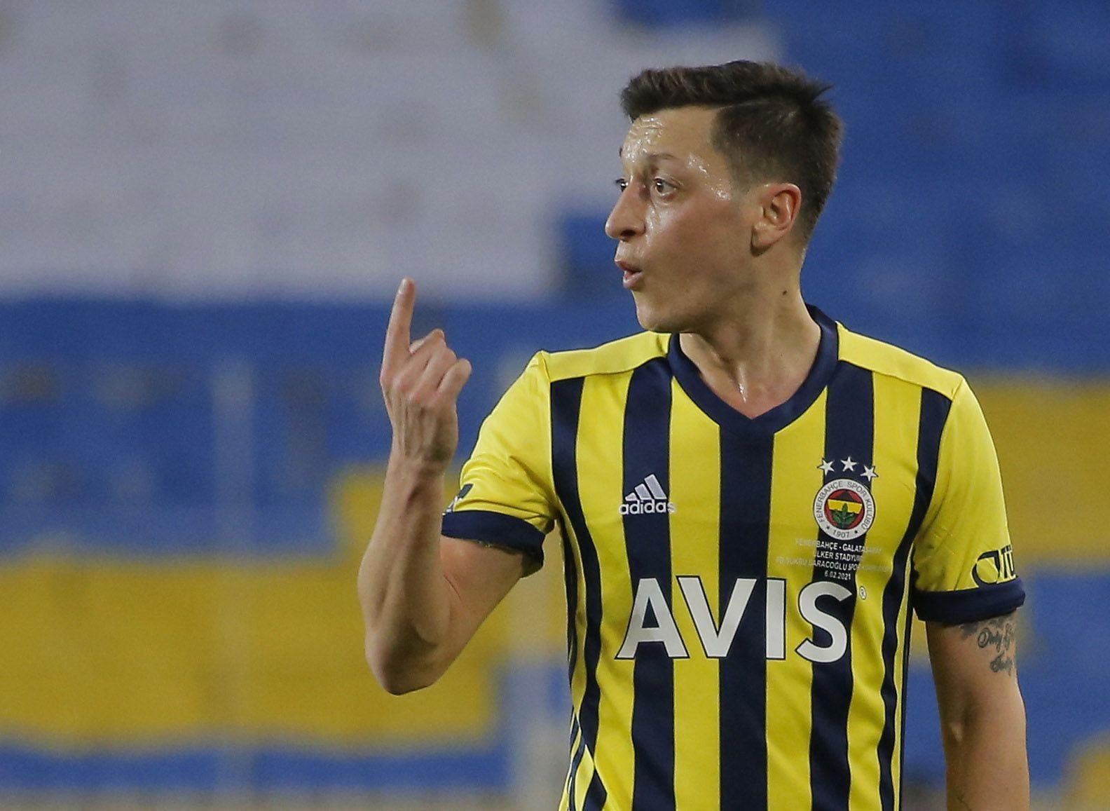 Ozil firmó por tres temporadas con el Fenerbahce turco tras salir del Arsenal (Reuters)