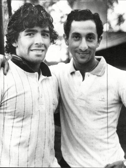 Junto a su compañero de la Selección, Osvaldo Ardiles.