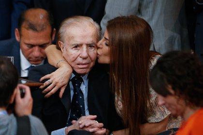 En la imagen, el expresidente argentino y su hija Zulemita Menem