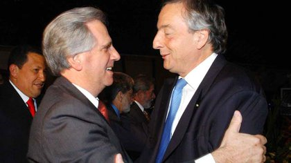 Néstor Kirchner y Tabaré Vázquez durante una cumbre de países de América Latina