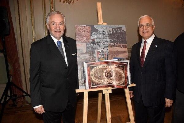 El presidente de laFundación de Centro de Estudios Americanos, Luis Savino, y el embajador de Estados Unidos, Edward Prado