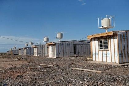 Imagen de un complejo inmobiliario cuya construcción está atrasada en Añelo, Mendoza (Reuters)