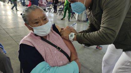 Adultos mayores de 60 años han recibido la vacuna contra COVID-19 en las últimas semanas (Foto: CDMX)