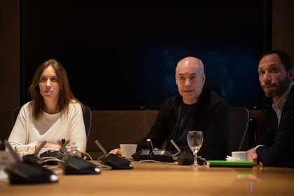 Horacio Rodríguez Larreta y María Eugenia Vidal, semanas atrás, junto a Maximiliano Ferraro en la sede de Uspallata