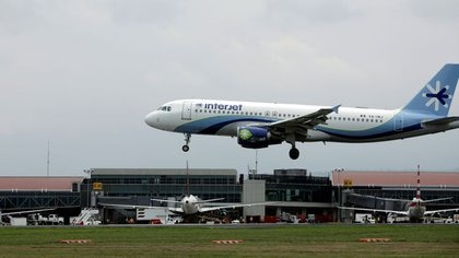 Imagen de archivo de un Airbus A320-200 de Interjet a su llegada al aeropuerto Juan Santamaría, Costa Rica (Foto: Reuters/Juan Carlos Ulate)