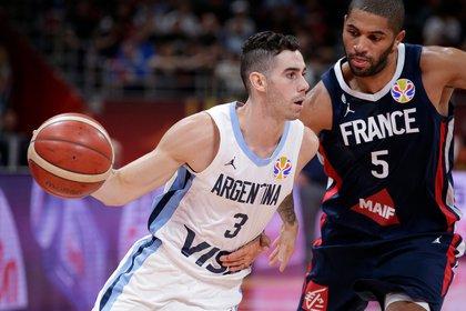 Luca Vildoza tuvo una gran participación en el tercer cuarto del partido contra Francia (Reuters)