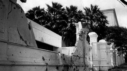 Así quedó el muro del Palacio de Miraflores durante el intento de golpe el 27N
