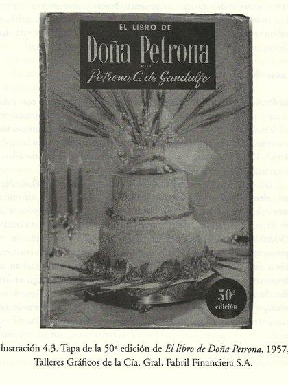 """Tapa de una vieja edición del clásico """"El libro de Doña Petrona"""". En unos meses, saldrá a la calle por Planeta la edición 103."""