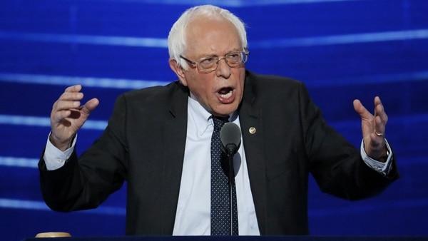 Bernie Sanders tiene una alta llegada entre los jóvenes, pero su mensaje socialista es considerado algo extremo por el establishment demócrata (AP)