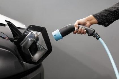 Esta tecnología contribuiría al avance de los vehículos eléctricos (REUTERS/Eric Gaillard/Archivo)