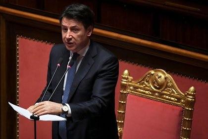 FOTO DE ARCHIVO: El primer ministro de Italia, Giuseppe Conte, se dirige al Senado, la cámara alta del Parlamento italiano, sobre la propagación del coronavirus, en Roma, Italia, el 26 de marzo de 2020 REUTERS/Alberto Lingria