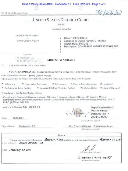 """""""Estás obligado a arrestar y presentar ante un magistrado de los Estados Unidos, sin demoras innecesarias, a Emma Coronel Aispuro"""", declara el mandamiento judicial (Foto: gov.uscourts)"""