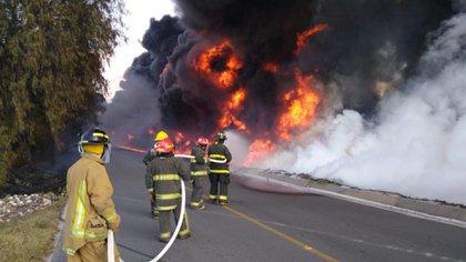 El incendio provocó el desalojo de cientos de personas (Foto: Especial)