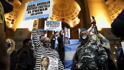 Hubo manifestaciones y vigilias en respaldo a los jueces desplazados