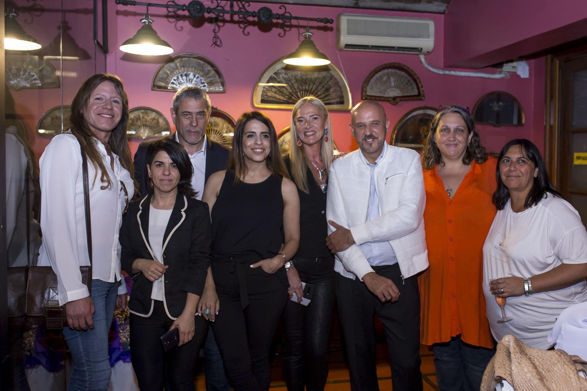 La activista Trans Ornella Infante, el Intendente de Avellaneda Jorge Ferraresi y María Rachid junto al diseñador y el equipo de Fundeco