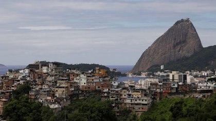 Una vista general de la favela de Santo Amaro durante el brote de coronavirus en Rio de Janeiro. Brasil, 24 de marzo 2020. REUTERS/Ricardo Moraes