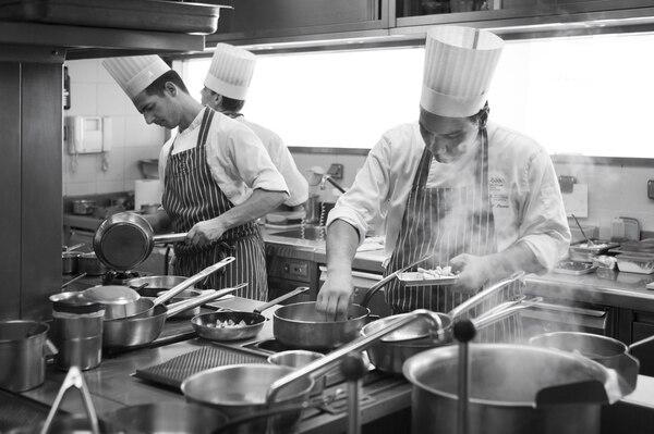 La cocina de Mirazur, el restaurante que tiene Mauro Colagreco en Francia. Fue galardonado como el tercer mejor restaurante del mundo. En la carta mandan los productos del mar y de su propia huerta