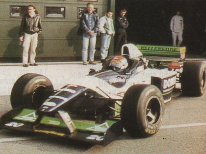 Una de sus primeras pruebas en Minardi, en 1996 (Archivo CORSA).