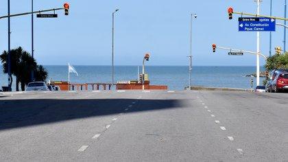 Calles vacías y tránsito casi nulo en Mar del Plata (Foto: NA)