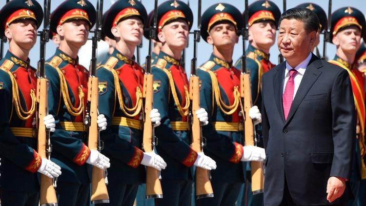 Xi Jinping fue recibido por una guardia de honor en Moscú (AFP)