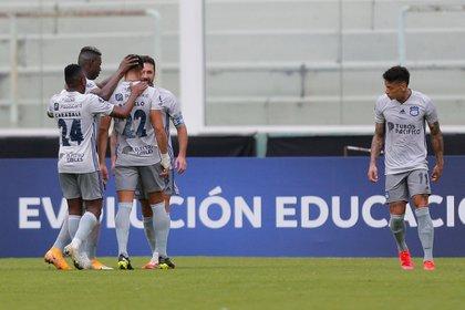 Emelec mantuvo el liderato del fútbol en Ecuador, tras vencer de forma agónica 1-0 al Guayaquil City. En la imagen el registro de otra de la celebraciones del Emelec. EFE/Hernán Cortez/Archivo