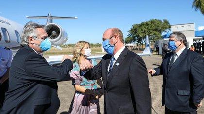 El presidente Alberto Fernández y el gobernador de Formosa, Gildo Insfrán. Atrás, la primera dama, Fabiola Yáñez, y el senador José Mayans