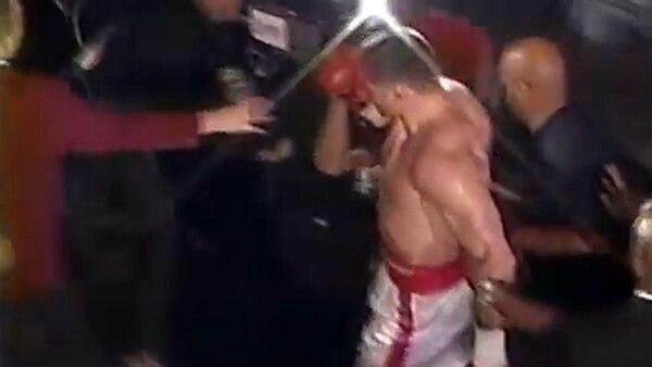 Entre residuos y groserías, Golota se retiró del ring
