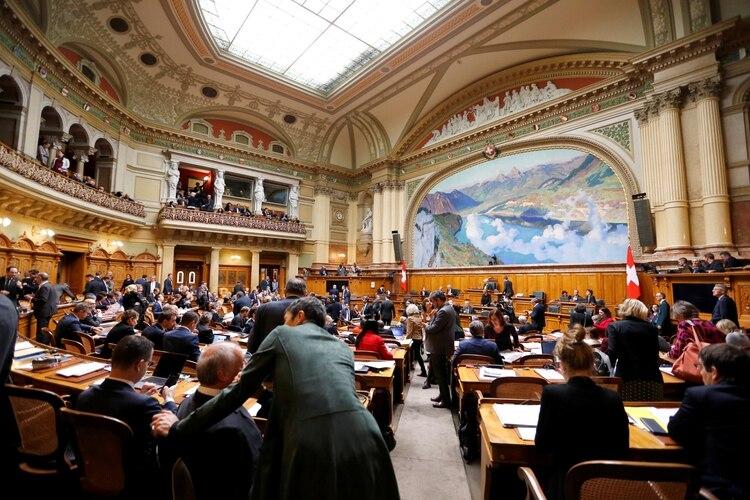 El Parlamento suizo durante la votación (REUTERS/Denis Balibouse)