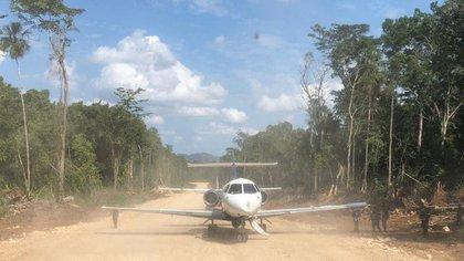 Se calcula que los pilotos cobran hasta USD 500.000 por vuelo, ya que corren gran riesgo no sólo legal: en 2019 se recuperaron los cuerpos de 10 pilotos muertos en accidentes. (MINISTERIO DE LA DEFENSA NACIONAL EJÉRCITO DE GUATEMALA)