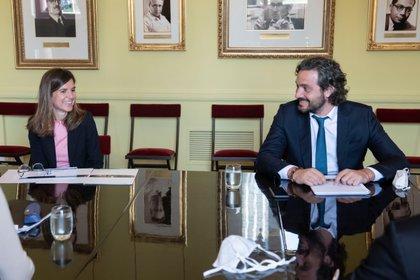 La titular de la Anses, Fernanda Raverta, y el jefe de Gabinete, Santiago Cafiero