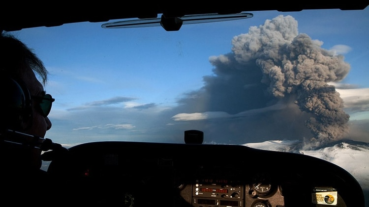 Las cenizas en el aire son de los mayores peligros  que enfrentan los pilotos