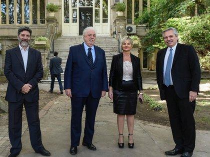 Alberto Fernández, Ginés González García y las autoridades del Instituto Malbrán