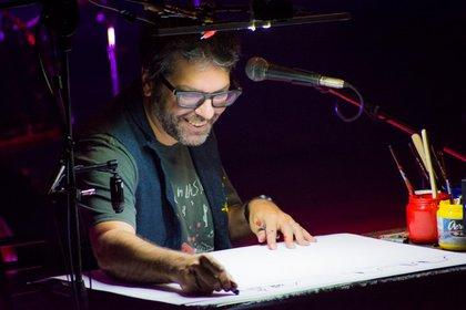 Liniers en una de las presentaciones junto a Kevin Johansen (Facebook Ricardo Siri Liniers)