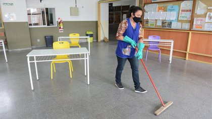 Durante todo el tiempo se realizan tareas de sanitización y desinfección. Foto: Fernando Calzada.