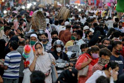 En la cepa india dos mutaciones se unen en el mismo virus, (Reuters)