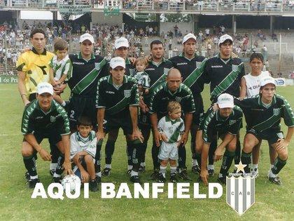 Santa Cruz intengró el plantel de Banfield que consiguió el ascenso a Primera en 2001 (Facebook)