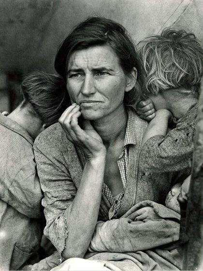 Desposeídos cosechadores en California. Madre de siete hijos. Treinta y dos años (Nipomo, Californien, febrero o marzo 1936). Foto de Dorothea Lange.